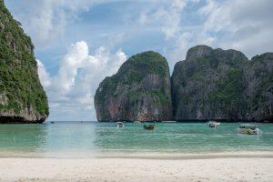 Maya Bay, chiusa fino al 2021 per salvare i coralli